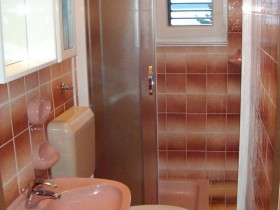 08.bathroom2_app300(apartments_brajkovic_zivogosce_Croatia)