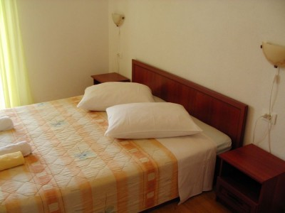 01.bedroom_app102(apartments_brajkovic_zivogosce_Croatia)