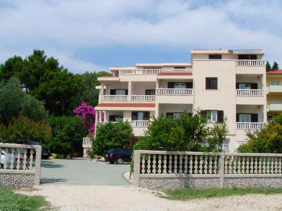 outdoor_view(apartments_brajkovic_zivogosce_croatia)